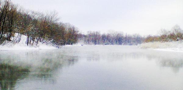 Незамерзшая зимняя река