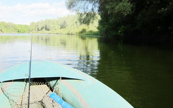 В лодке за речной щукой