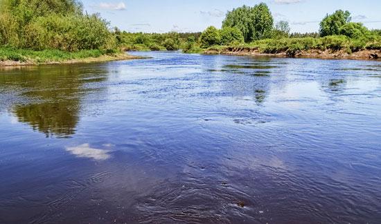 Водовороты и темная вода - признаки ямы