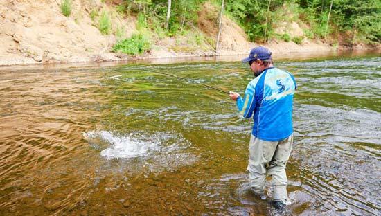 Рыбалка на речном перекате