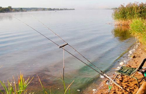 Рыбалка с берега водоема
