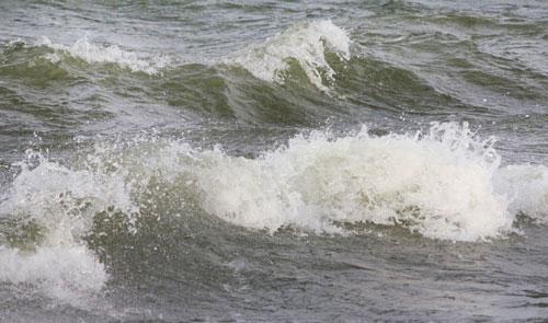 Сильный ветер волна